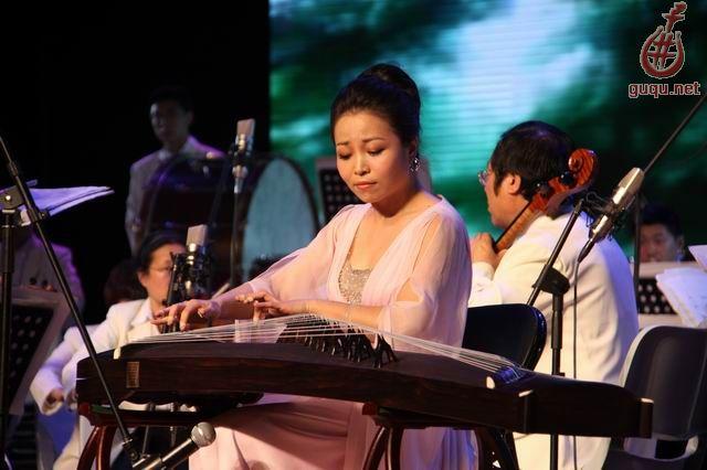 中国古筝奏响上海世博会