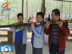 黄州区20余笛箫爱好者齐聚吹奏2.6米巨笛(图…